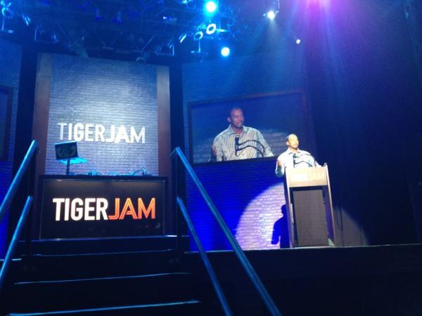 Tiger Woods jam las vegas OneRepublic